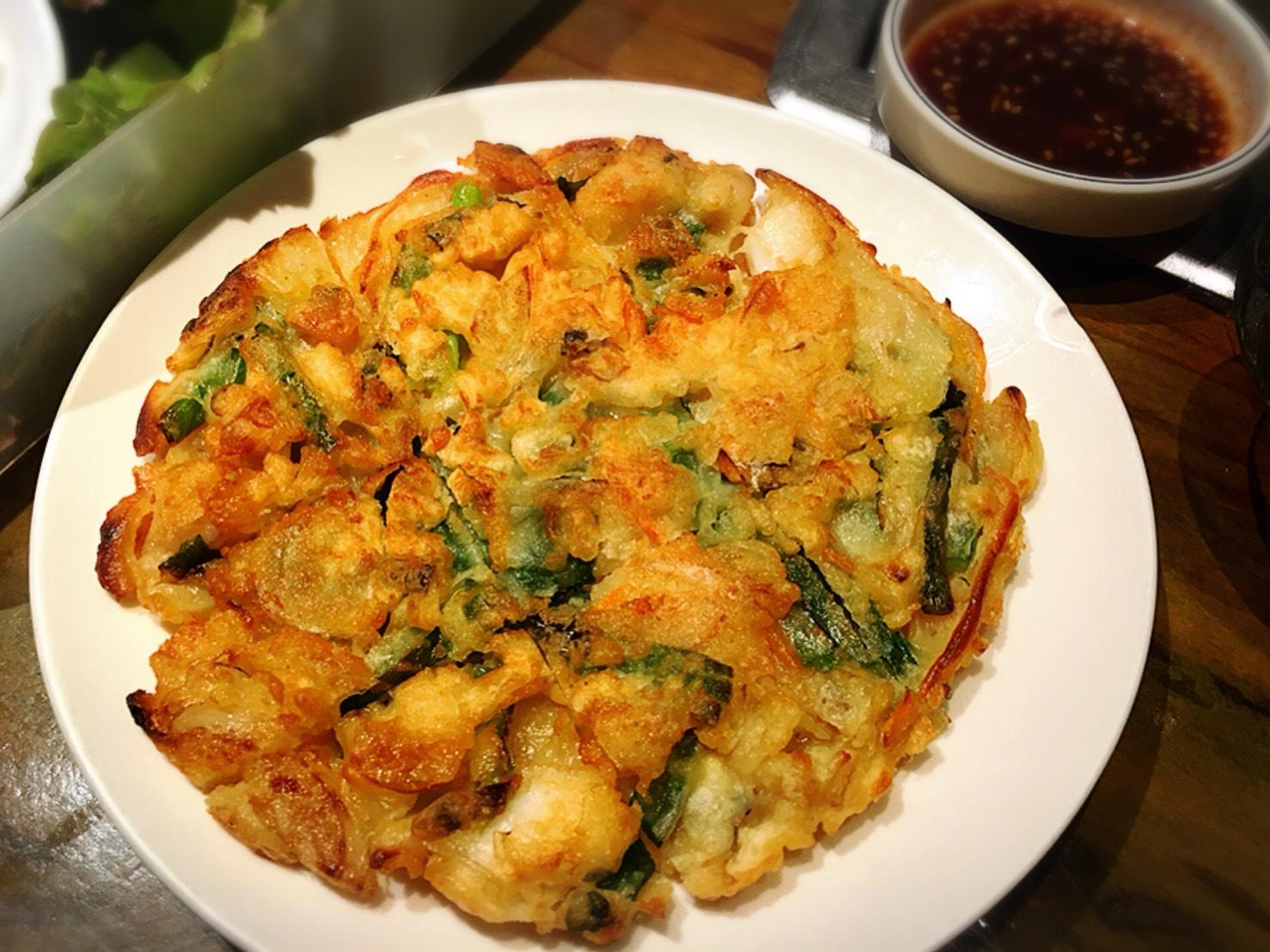 【池袋駅】あの韓国の有名人がきたことで有名!連日女の子たちで賑わう「ハヌリ 池袋」の海鮮チヂミ(小)