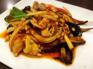 味噌ダレも美味!「大塚餃子軒」の豚肉と茄子のオイスター炒め