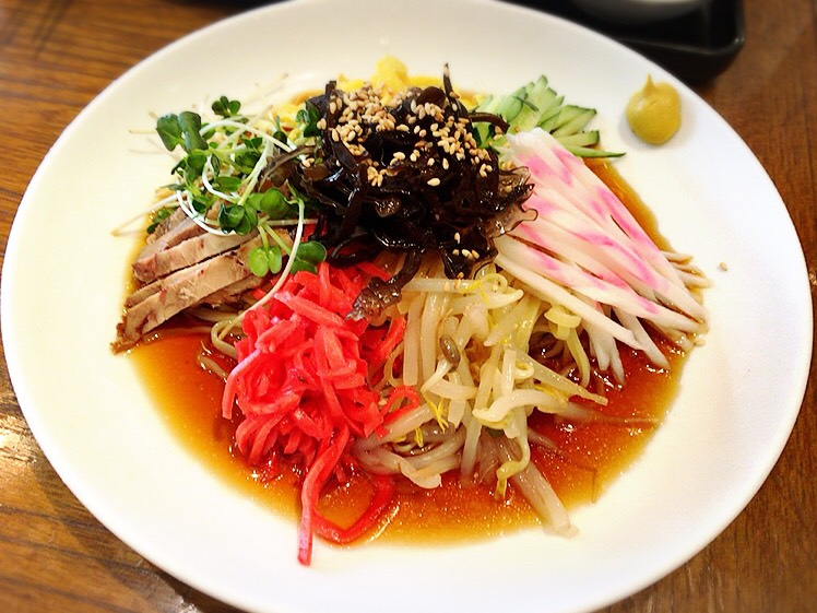 【大塚駅】肉も麺も餃子も焼き飯も!パンチ強めな男飯系がすごい「富士ノ山食堂」の冷やし中華