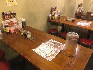 金曜日ワンタン増量の日を狙え!「広州市場 大塚店」のテーブル