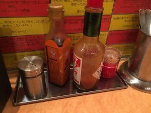 激盛りナポリタン「パンチョ 池袋店」のテーブル調味料2