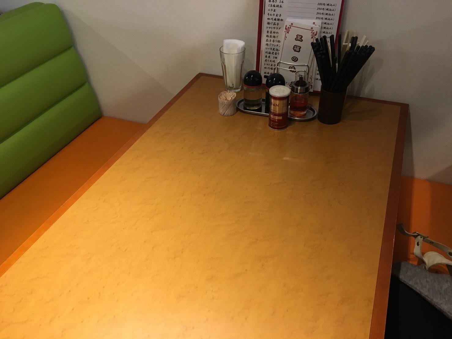 【大塚駅】チャーハン美味〜!やさしい中華のニューフェイス。大塚の「車 大塚本店」のテーブル
