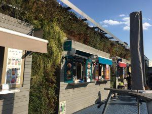 西武池袋本店の空中庭園のフードカートエリア