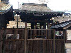 【池袋駅】春爛漫!桜を見に行こう!池袋東口の満開コースの池袋駅前公園の稲荷神社1