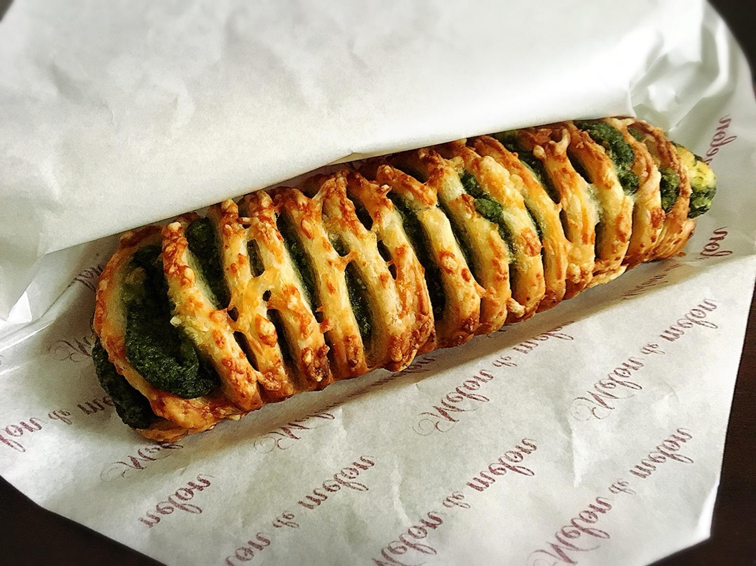【大塚駅】「メロン・ドゥ・メロン」カリカリふわふわメロンパンのほうれん草チーズパイ