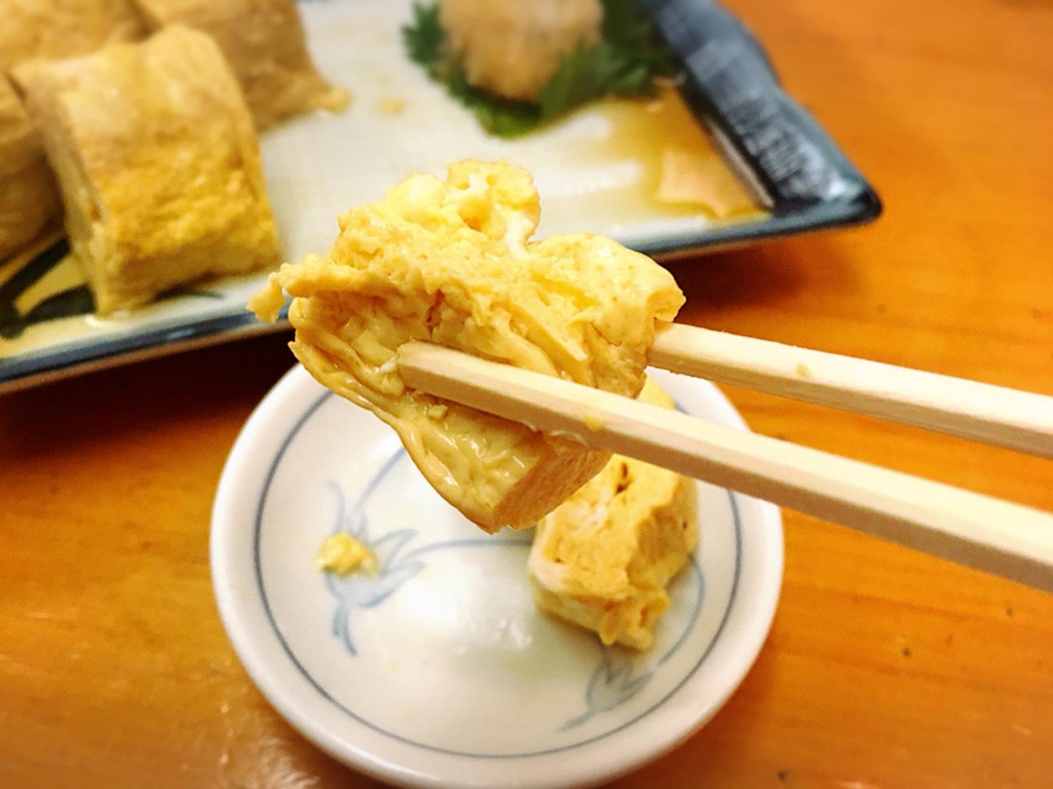 【池袋駅】生蕎麦とだし巻き玉子がしあわせ「浅野屋 池袋駅前本店」のだし巻き玉子を一口