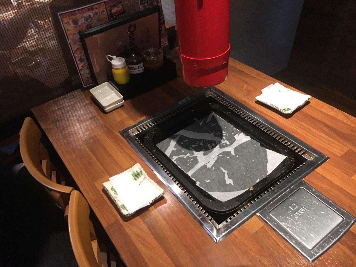 【池袋駅】学生人気高め!韓国料理1,980円食べ放題の激安!「トンチュヤ 池袋東口店」のテーブル