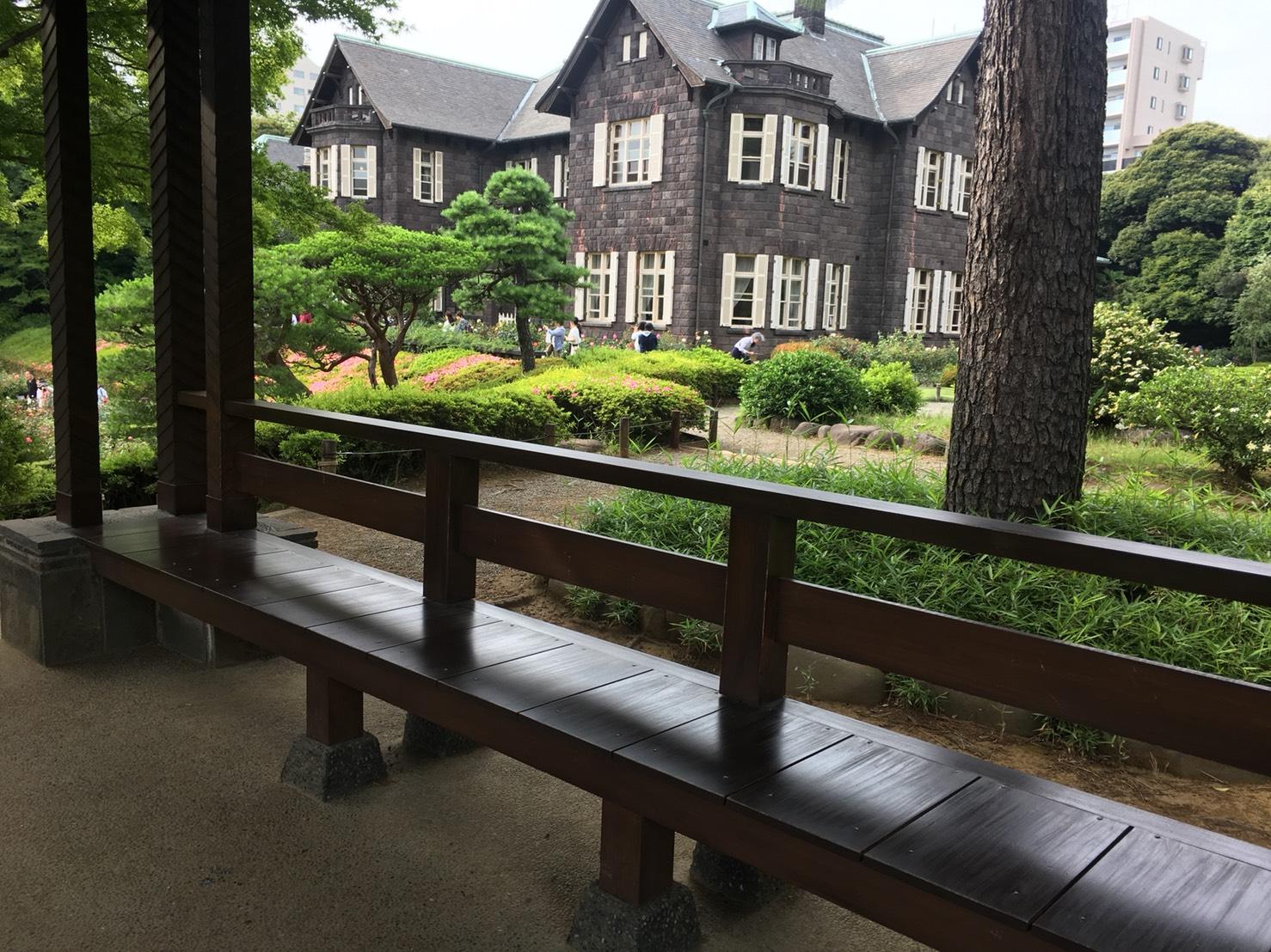 【上中里駅】バラが咲き誇る日英が混ざる庭園「旧古河庭園」の展望台