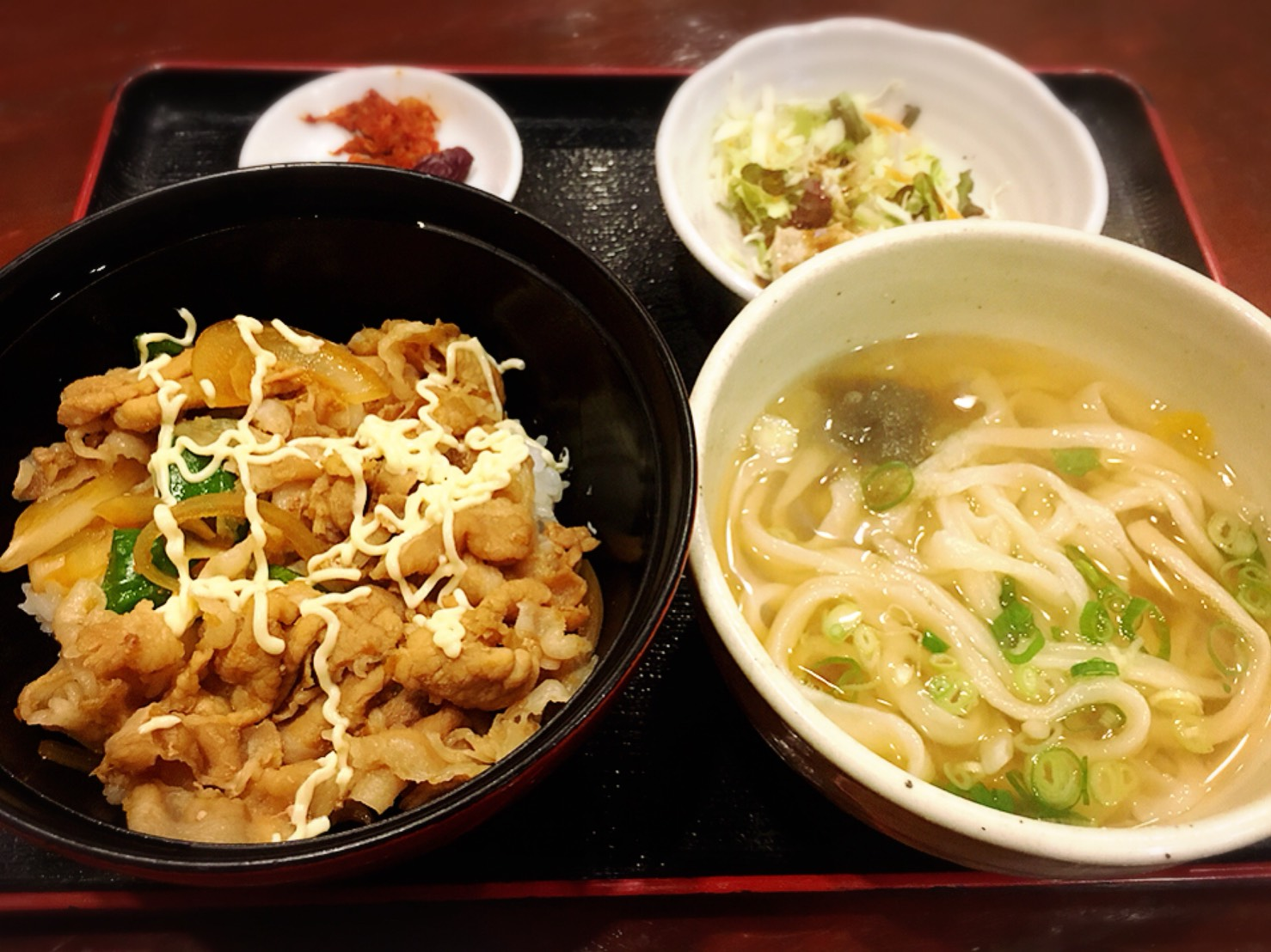 【大塚駅】関西風手打ちうどんチュルッとしたいよね「ふじ誠」のしょうが焼き丼セット