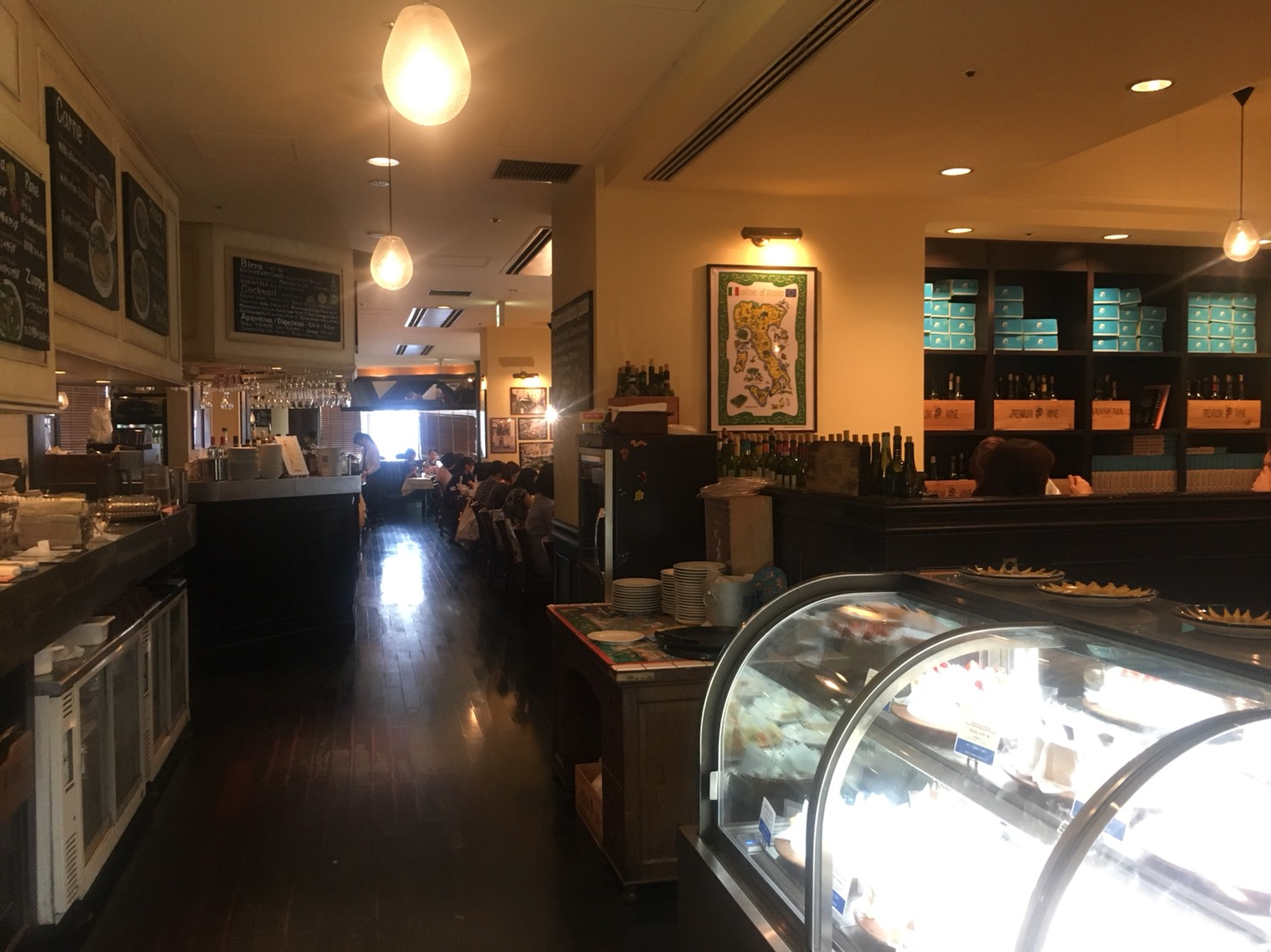 【後楽園駅】本格薪窯ナポリピザとパスタ「マルデナポリ ラクーア店」の店内