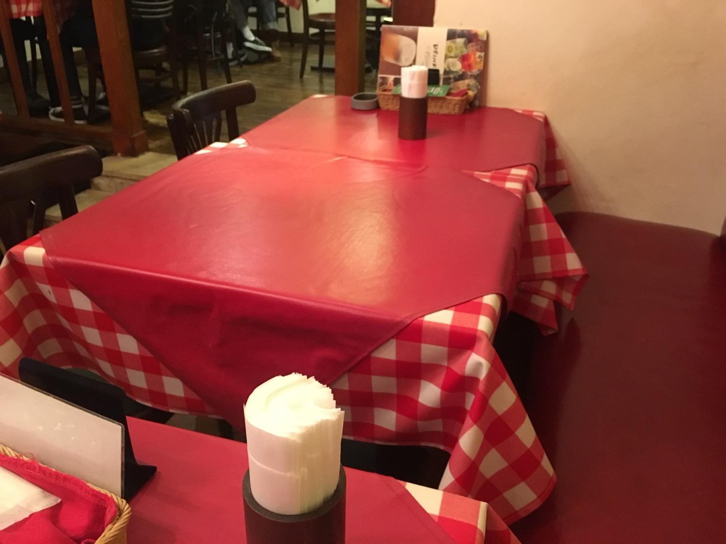 【池袋駅】ビスマルク最高!カジュアルイタリアン「パレルモ 池袋店」のテーブル