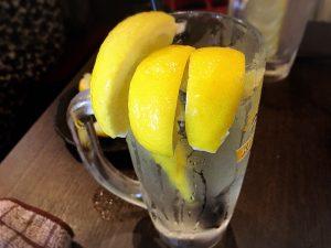 【高田馬場駅】最強のレモンサワーでノックアウト「炙りのどまん中」超すっぱすっぱすっぱ!