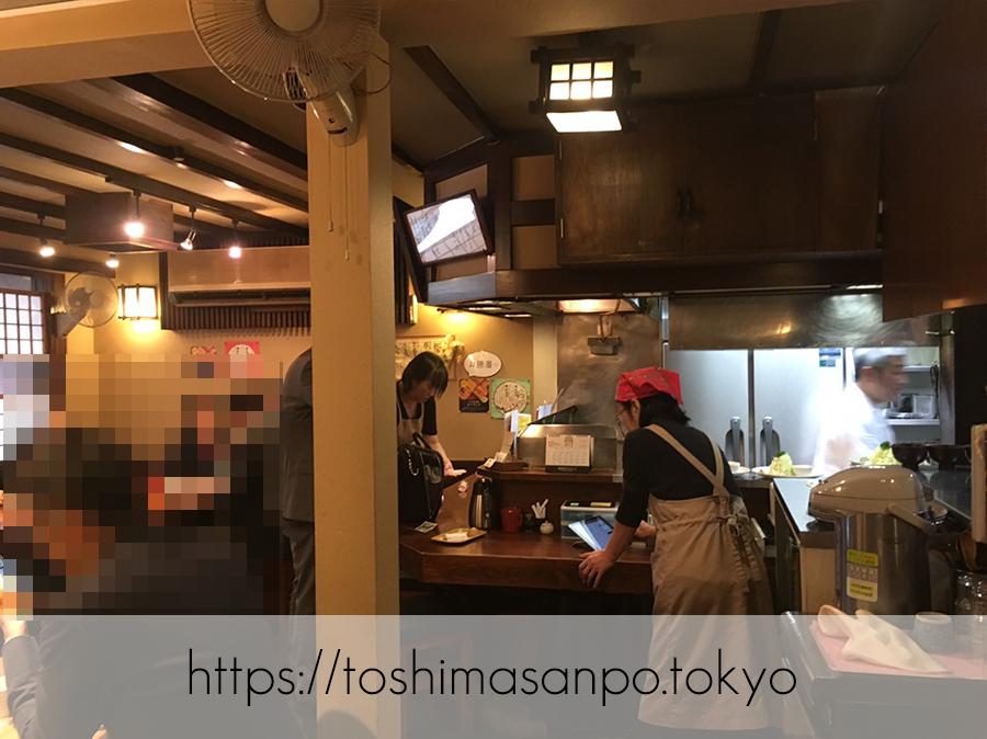 【淡路町駅】ミシュラン掲載!こだわりとんかつの老舗「勝漫」の店内