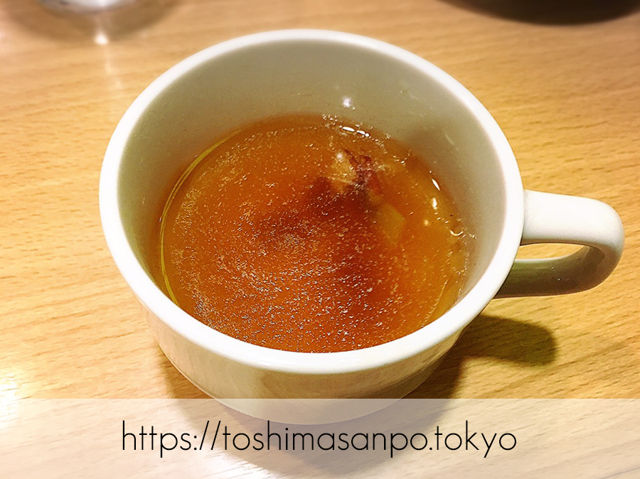 【池袋駅】気軽に食べるファストフード型オムライス「神田たまごけん」のコンソメスープ