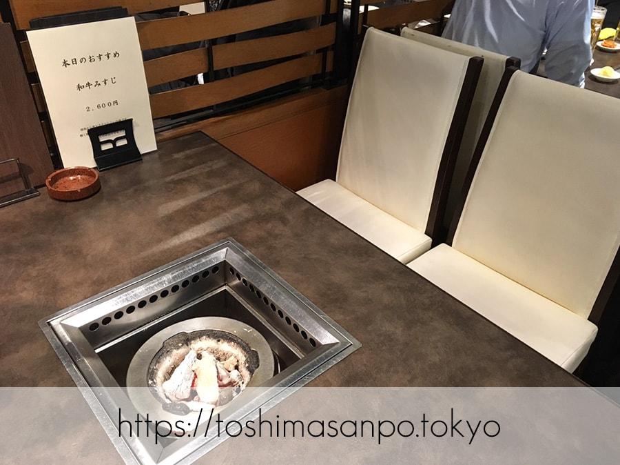 【大塚駅】昭和34年創業の老舗焼肉店はやっぱりすごかった。「山水園」のテーブル
