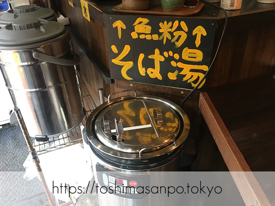 【池袋駅】なぜ蕎麦にラー油を入れるのか。理由はたぶん美味しいから。「壬生」のそば湯