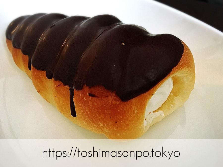 【向原駅】惣菜パン・菓子パン種類いっぱい!早朝開店アットホームな「大松ベーカリー」の生クリームコロネ チョコレートがけ