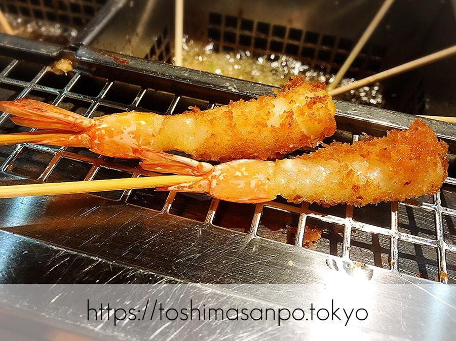 【池袋駅】なにこれ楽しい!みんなで行こうよ、自分で揚げる串揚げの食べ放題「串家物語 LABI1池袋店」の海老の串揚げ