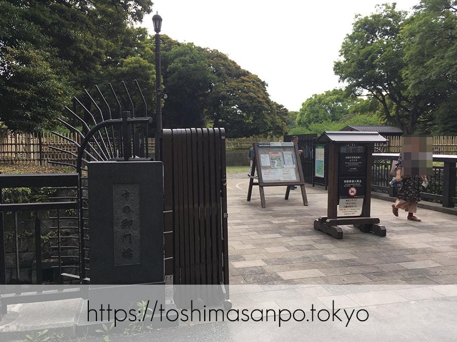 【汐留駅】水上バスにも乗れる!東京湾から繋がる江戸時代の広大な庭園「浜離宮恩賜庭園」の風情。の浜離宮恩賜庭園の中の御門