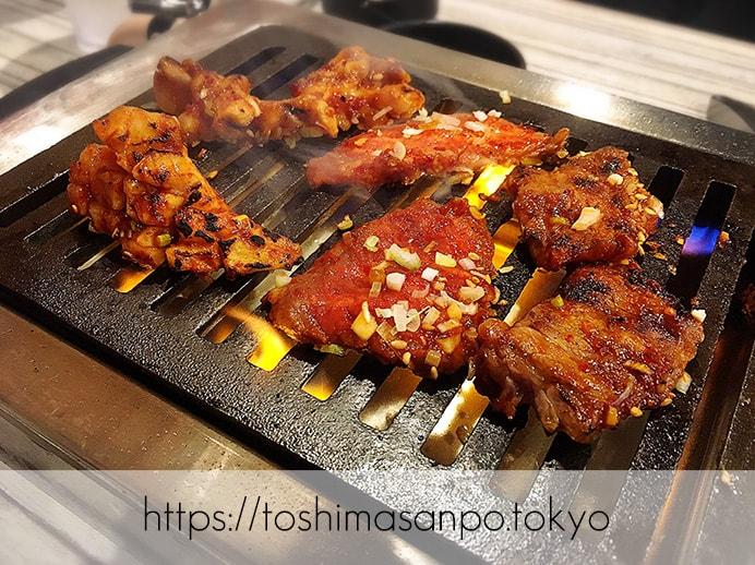 【大塚駅】独特な下味のお肉がなるほど美味しい!終戦のヤミ市から続く老舗焼肉「とらじ亭」の焼肉1