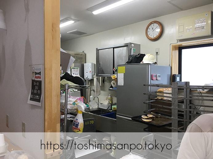 【大塚駅】お手頃パン食べつくしたい♡イートインもあるよ。6月開店「ベーカリーランド北大塚」の厨房