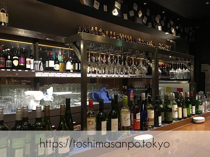【池袋駅】深夜までOK。豚料理とワイン豊富な、ど派手コンセプトダイニングバー「ベルサイユの豚」のワインの陳列